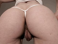 Mature big pussy outfall..